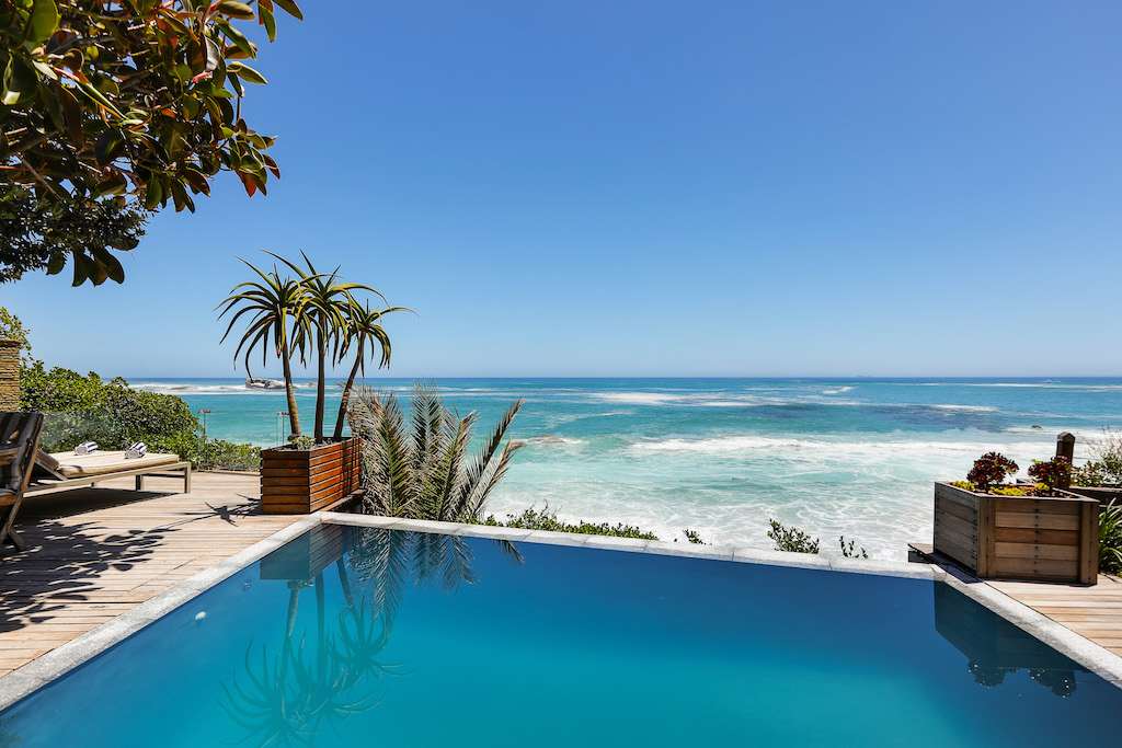 Clifton BeachHouse Rimflow Pool