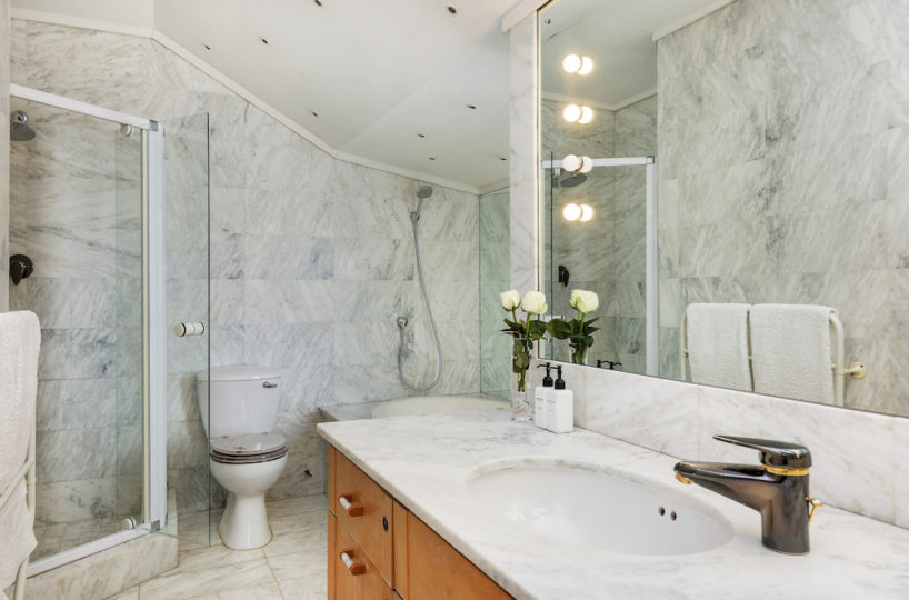 Clifton Beach House Marble Bathroom