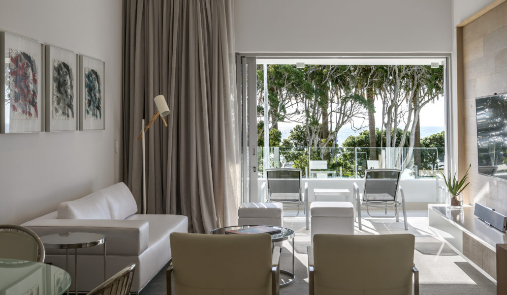 Serviced holiday apartment in Camps Bay