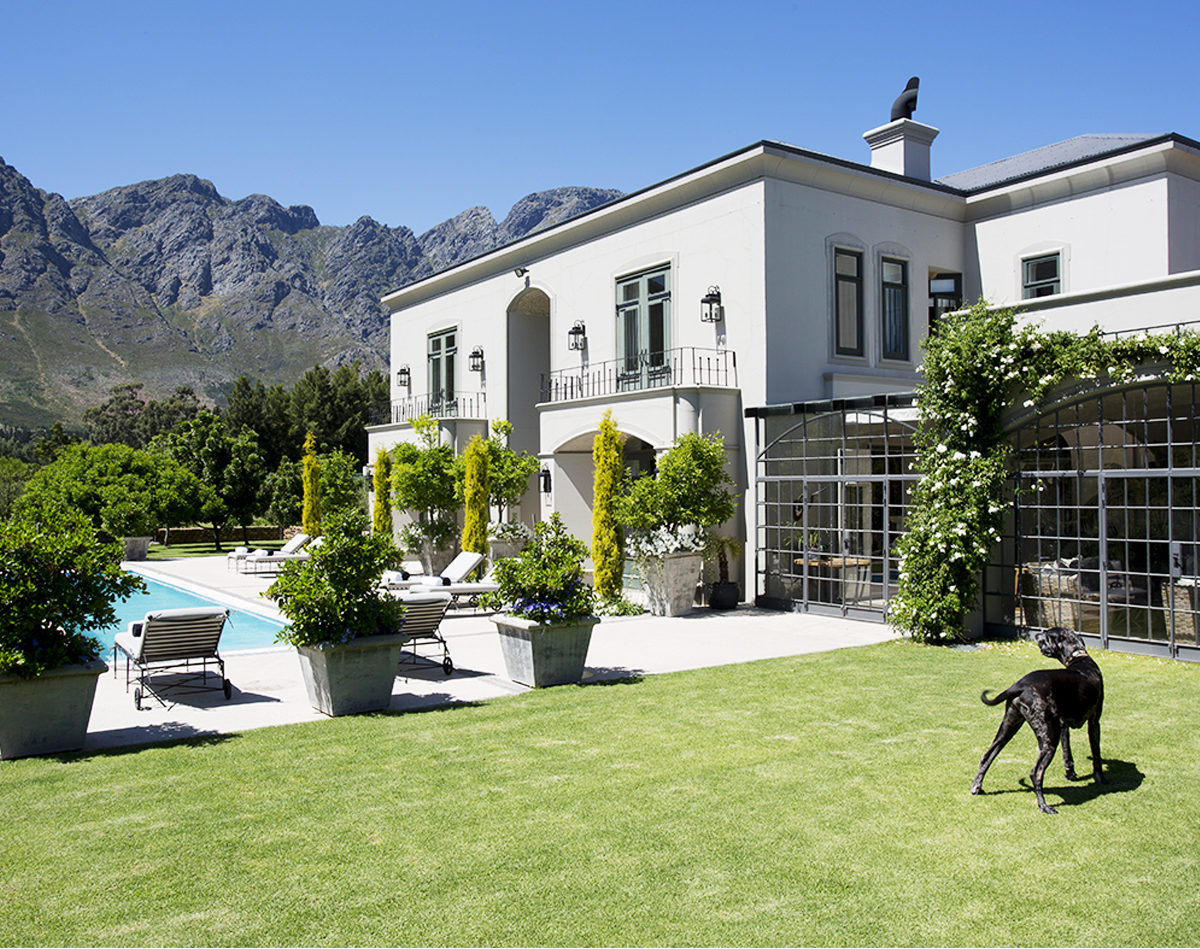 6 bedroom private villa in Franschhoek with pool and tennis court